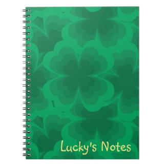 Caderno Espiral Trevos irlandeses do primavera do trevo afortunado
