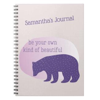 Caderno Espiral Urso escandinavo roxo ultravioleta na moda do