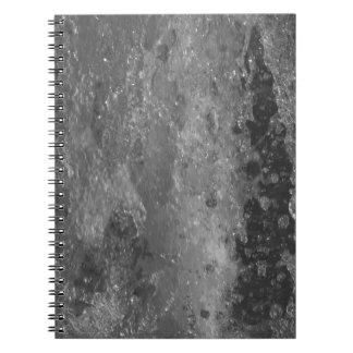 Caderno Espirra da água da fonte (preto e branco)
