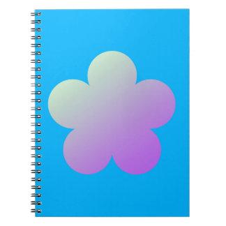 Caderno Flor em um fundo azul