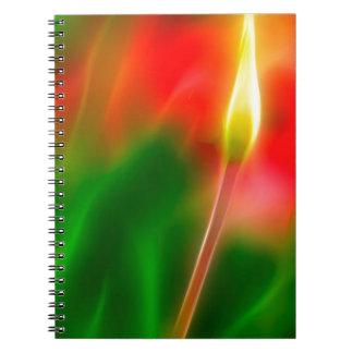 Caderno Fulgor verde, vermelho e amarelo da tulipa