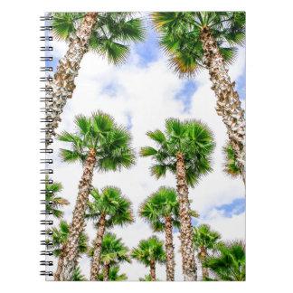 Caderno Grupo de palmeiras retas altas
