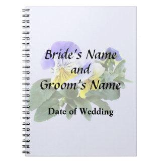Caderno Grupo de Pansies amarelos e roxos que Wedding o