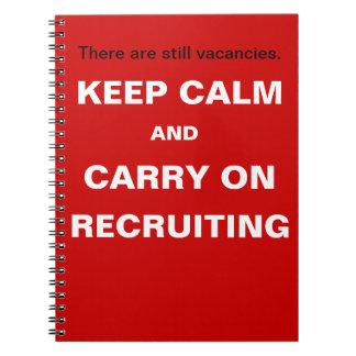 Caderno Mantenha a calma para continuar recrutar o slogan