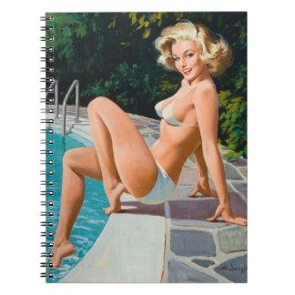 """Caderno Na menina retro loura """"sexy"""" do pinup da piscina"""