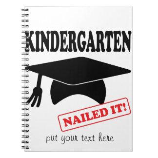 Caderno O jardim de infância pregou-o