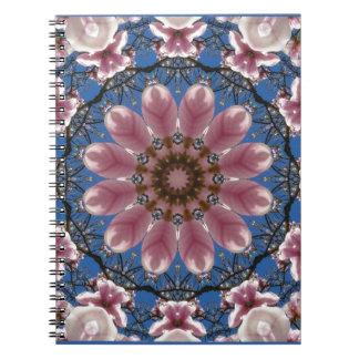 Caderno O primavera cor-de-rosa floresce 2.2.2, mandala da
