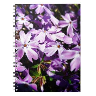 Caderno O remendo roxo da flor