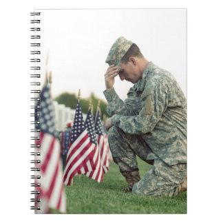 Caderno O soldado visita sepulturas no Memorial Day