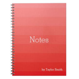 Caderno O vermelho protege as listras horizontais jovens