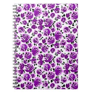 Caderno Padrões bonitos dos rosas da violeta branca