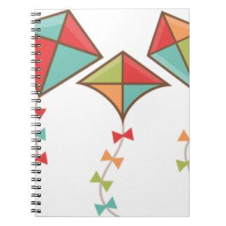 Caderno Papagaios coloridos