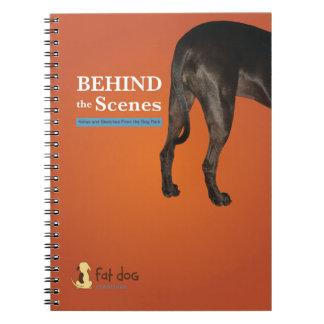 Caderno para notas do campo atrás das cenas