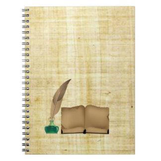 Caderno Pena antiga do livro do vintage e garrafa de tinta