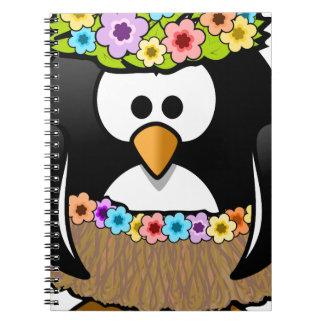 Caderno Pinguim havaiano com flores e saia de grama