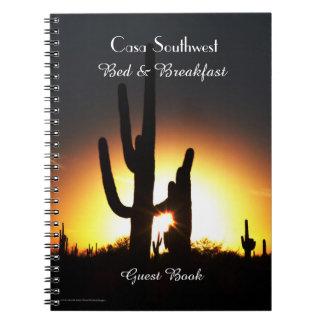 Caderno Por do sol do Saguaro do livro de hóspedes da cama