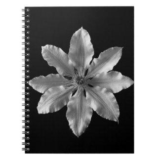 Caderno preto e branco da flor