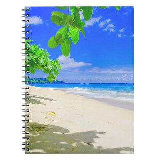 Caderno Retirada tropical da ilha no Sandy Beach branco