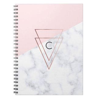 Caderno rosa de mármore branco dos triângulos cor-de-rosa