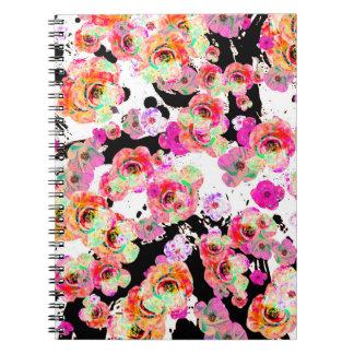 Caderno Rosa e primavera do coral floral em preto e branco