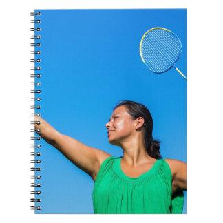 Caderno Saque colombiano da mulher com raquete de