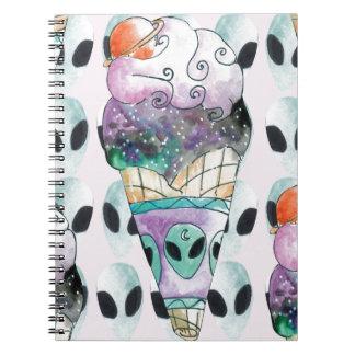Caderno sorvete com fundo alienigena
