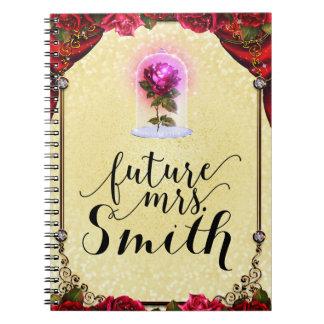 Caderno Sra. Enchanted amarelo do futuro da rosa vermelha