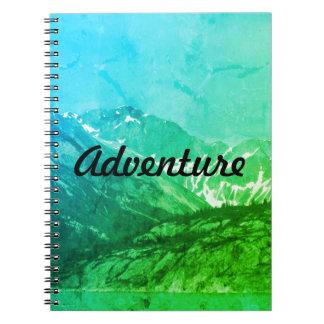 Caderno verde das montanhas do verão