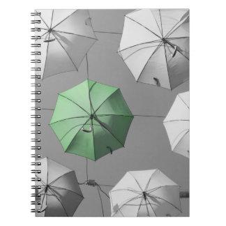 Caderno verde do guarda-chuva