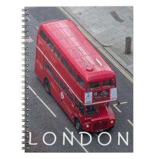 Caderno vermelho do ônibus de Londres
