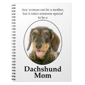 Caderno Wirehaired da mamã do Dachshund