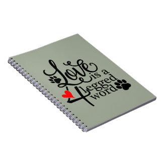 Cadernos Amor com 4 pés
