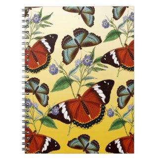 Cadernos as borboletas misturam o amarelo