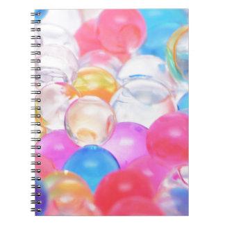 Cadernos bolas transparentes