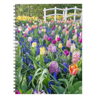Cadernos Campo de flores com jacintos e ponte das tulipas