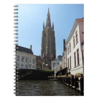 Cadernos Cenário com o canal da água em Bruges, Bélgica