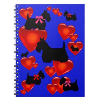 Cadernos Coração vermelho/arco da silhueta preta de Terrier