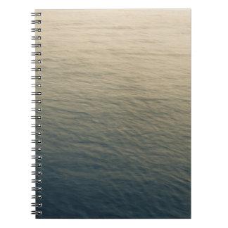 Cadernos Espiral Água calma no crepúsculo