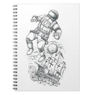 Cadernos Espiral Astronauta Tethered ao tatuagem de Caravel