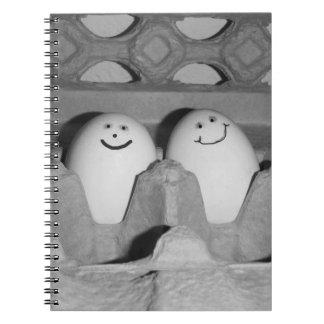 Cadernos Espiral Dobrador feliz dos amigos do ovo para a escola ou