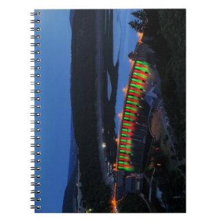 Cadernos Espiral Edersee Staumauer iluminado ao cair da tarde