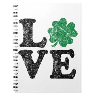 Cadernos Espiral Irlandês do trevo do AMOR do Dia de São Patrício