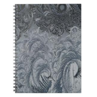 Cadernos Espiral Penas abstratas do cinza do fundo