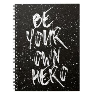 Cadernos Espiral Seja suas próprias citações (pretas) do herói