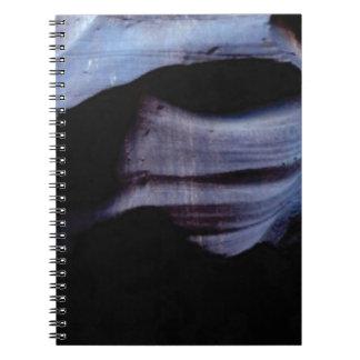 Cadernos Espiral sombras na parede da rocha