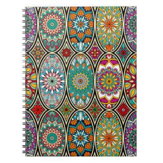 Cadernos Espiral Teste padrão floral das várias mandalas ovais