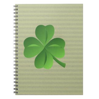 Cadernos Espiral Trevo afortunado irlandês na moda elegante