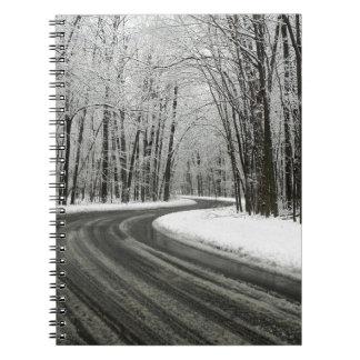 Cadernos Estrada de enrolamento curvada neve
