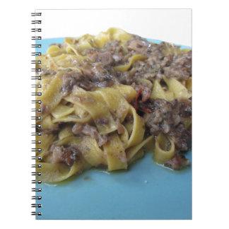 Cadernos Fettuccine ou massa fresca italiana do tagliatelle