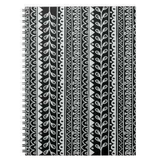 Cadernos Fileiras de padrões preto e branco do Doodle